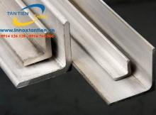 Thanh V inox có nhiều loại khác nhau. Có thể phân biệt chúng theo nguyên vật liệu đầu vào, ví dụ như: thanh V inox 304, thanh V inox 316, thanh V inox 321, thanh V inox 201, thanh V inox 430. Khách hàng luôn muốn biết báo giá của các loại thanh V inox này.