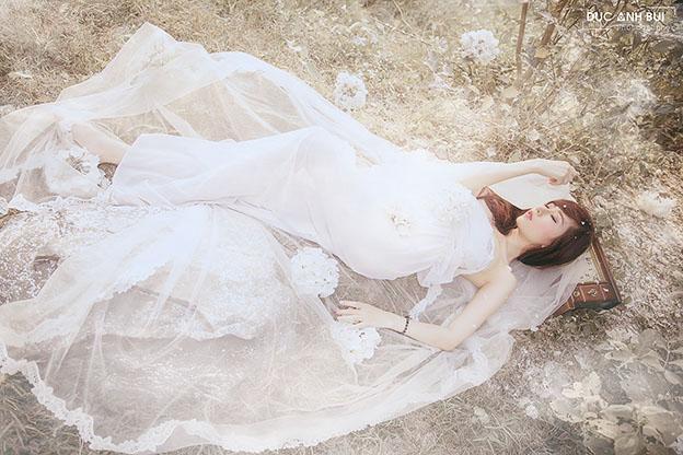 Hot girl 9x quyến rũ mong manh với váy voan mỏng