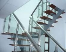 Tay vịn inox, Tay vịn cầu thang inox chất lượng cao, Ngoài chức năng là để tạo nối lên xuống giữa các tầng được an toàn thì cầu thang inox còn là một tác phẩm nghệ thuật kiến trúc độc đáo trong không gian nha ban